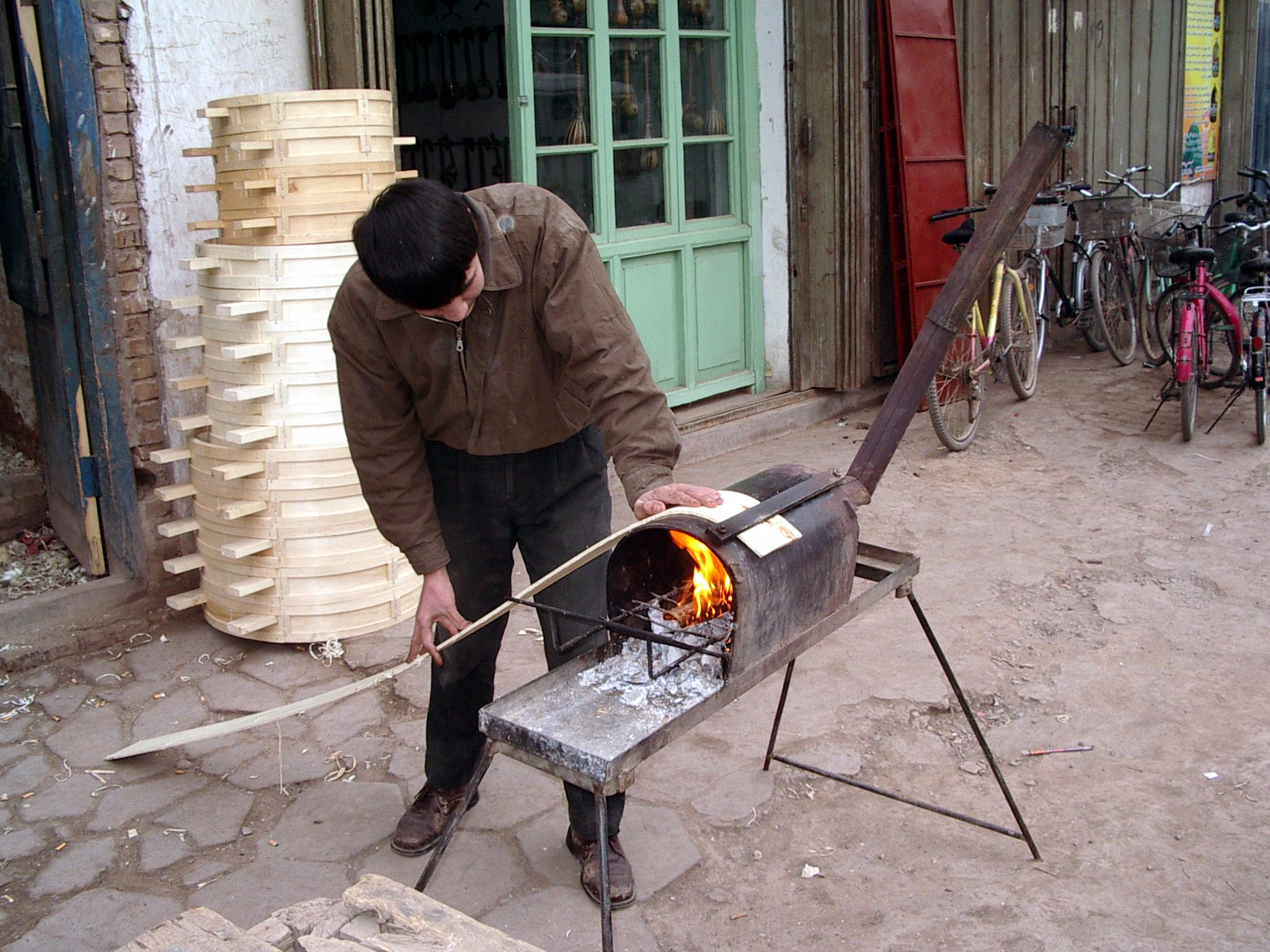 Making food-steaming baskets the simple way...fire plus wood.