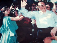 A photo of Jiang Zemin from his visit to Korla in 1999.
