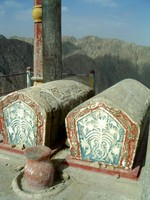 The king, heartbroken, ordered this grave built so that Tzuohla and Tayir could always be together in the afterlife.