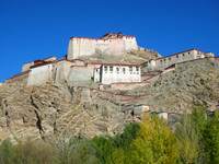 Looking up at Gyantse's fortress from the bottom, near the Anti-British Imperialism Museum.