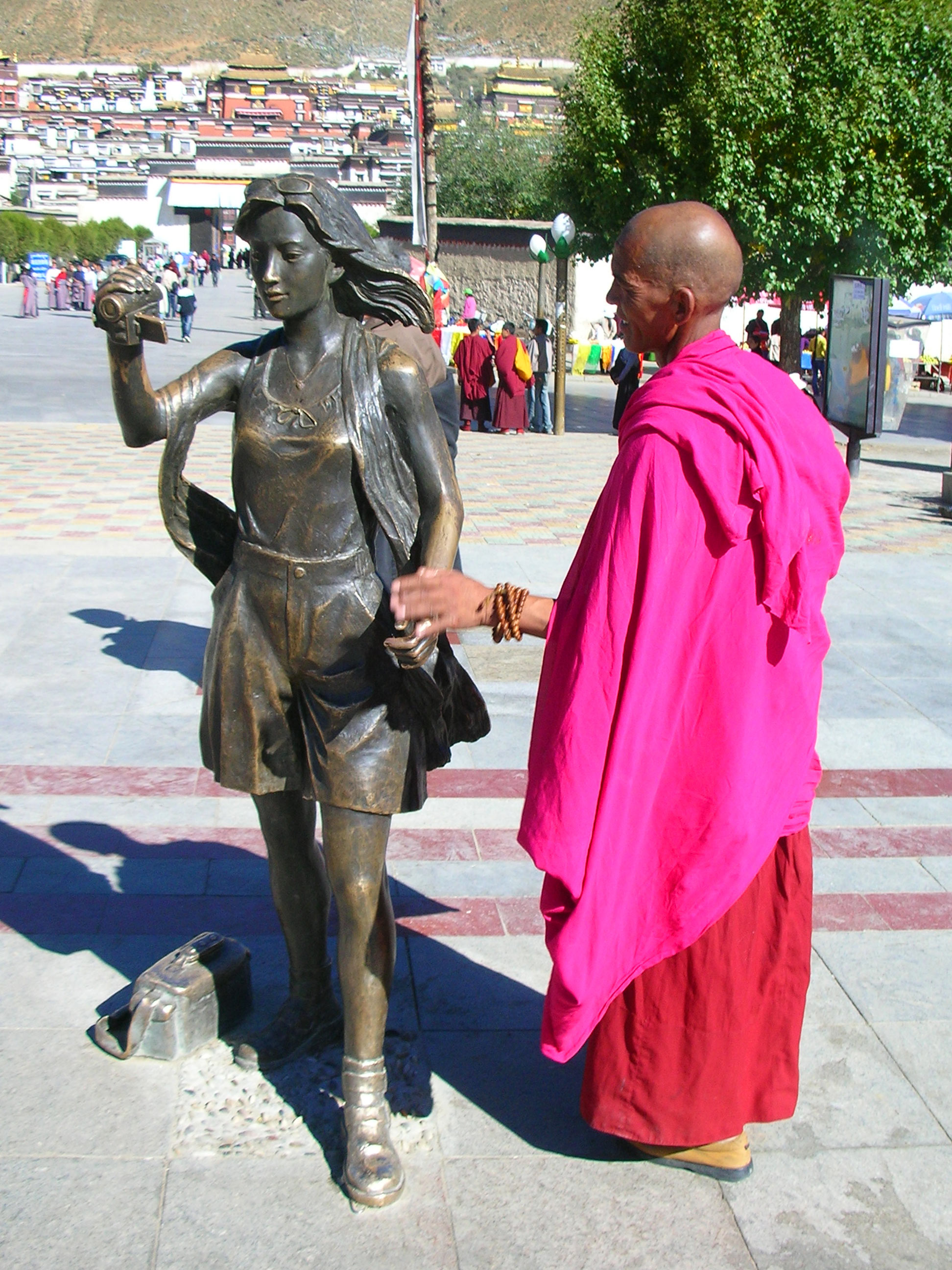 Outside Tashilhunpo Monastery, a monk checks out a statue of a tourist. Is it only me or is there something wrong with this situation? Shouldn't a tourist be checking out a statue of a monk? Whatever.