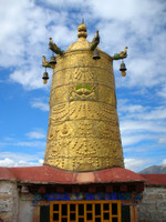 A big golden bell-type thing on top of the Jokhang Temple.