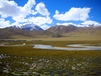 Now this is starting to look like Tibet. On the other side of these mountains lies scenic Namtso Lake.