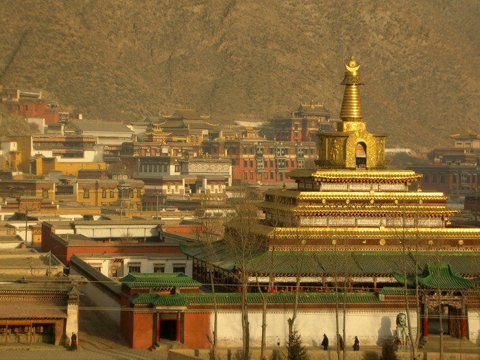The sunrise bathes the Labrang Monastery (Laboleng Si) in golden sunlight.