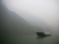 Winter fog made the whole Three Gorges experience cold and spooky.