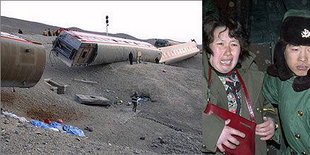 Derailed train near Turpan in February 2007.